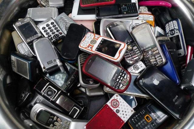 1吨废旧手机含270克金,怪不得收旧手机的比比皆是