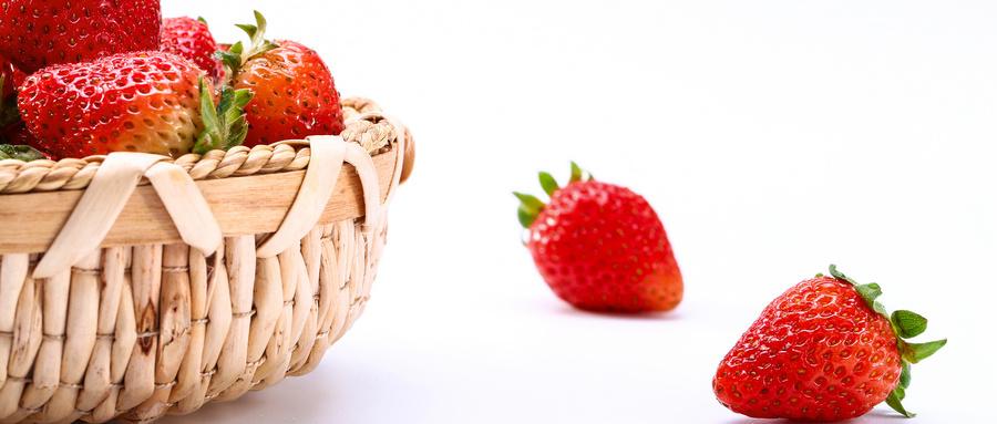 """被誉为""""春季第一果""""的草莓,维C含量非常丰富"""
