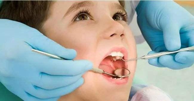 九个月孩子怎么做口腔检查