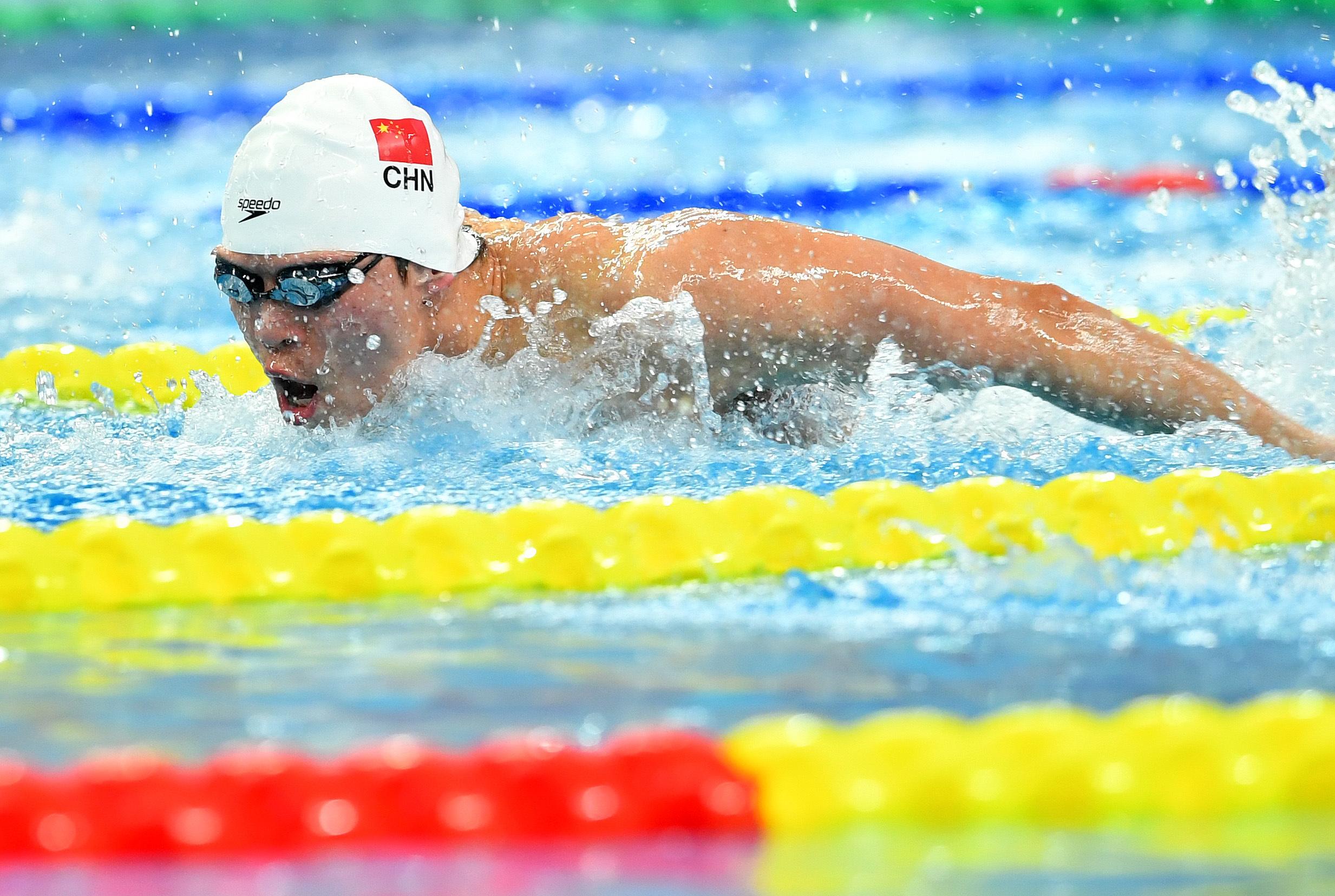 游泳——全国冠军赛:李朱濠获男子100米蝶泳冠军
