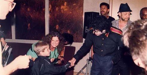 文化 我们询问了 Z 世代对于 Michael Jackson 的看法