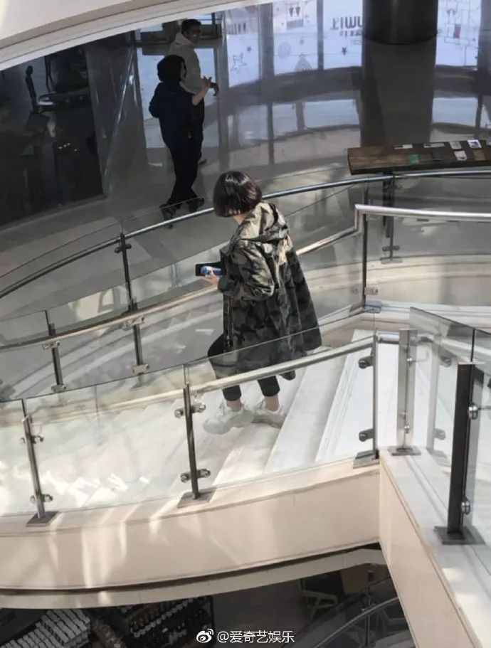 黄子韬回应给张艺兴生日祝福?李易峰疑与公司合约到期?
