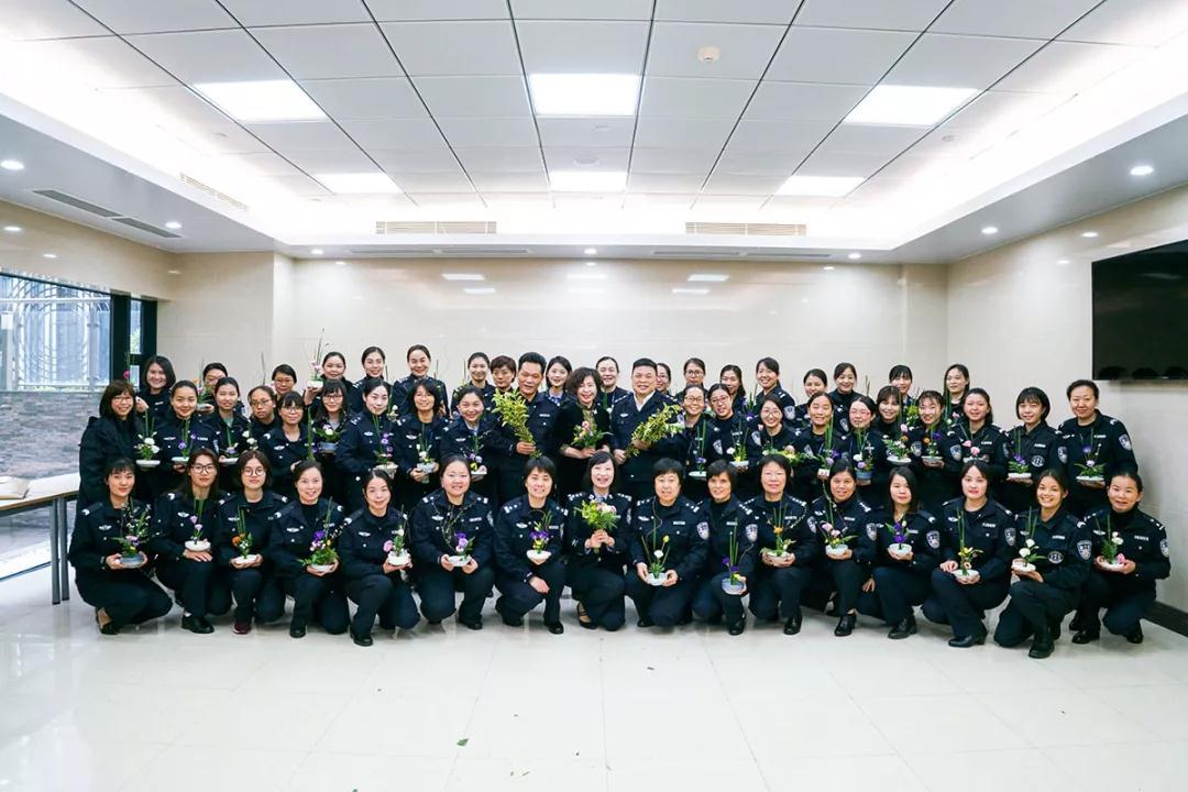 女神月 致敬广东机场公安女警(图23)