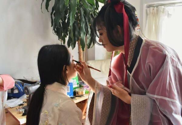 """大连鸣谦汉文化社在大连高新万达广场举办盛大的""""纪念花朝节""""主题活动"""