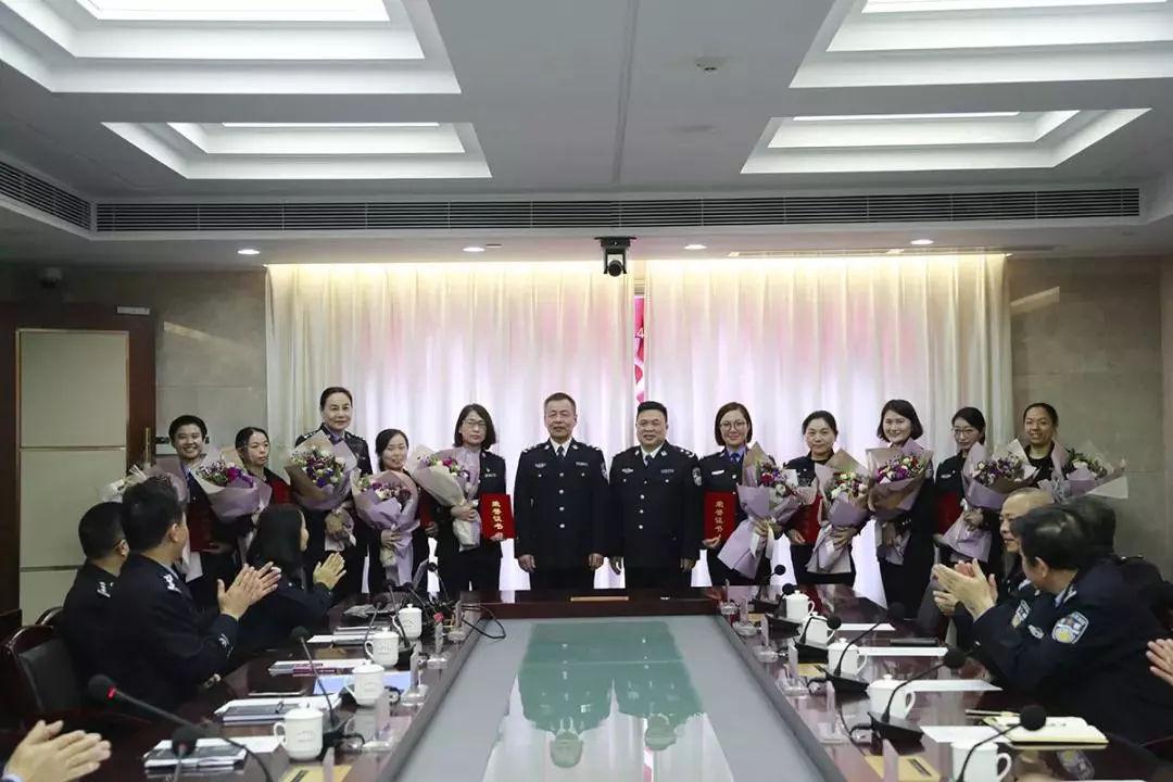 女神月 致敬广东机场公安女警(图18)