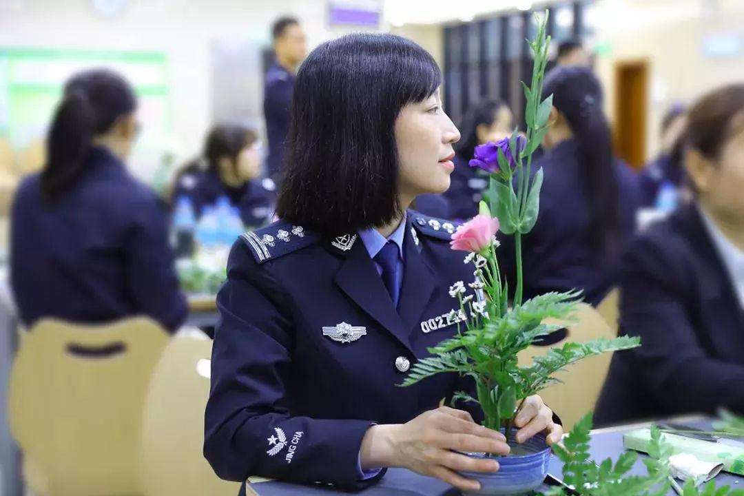 女神月 致敬广东机场公安女警(图5)