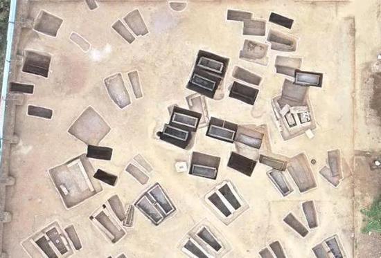 泗水县金庄镇邮编_山东泗水县发掘出近百座汉代平民墓群_墓葬