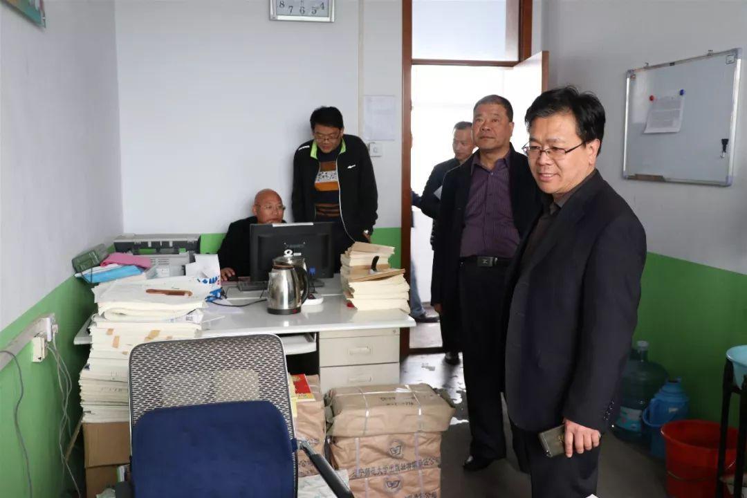 「時政動態」鎮領導到滸山村調研社區建設工作