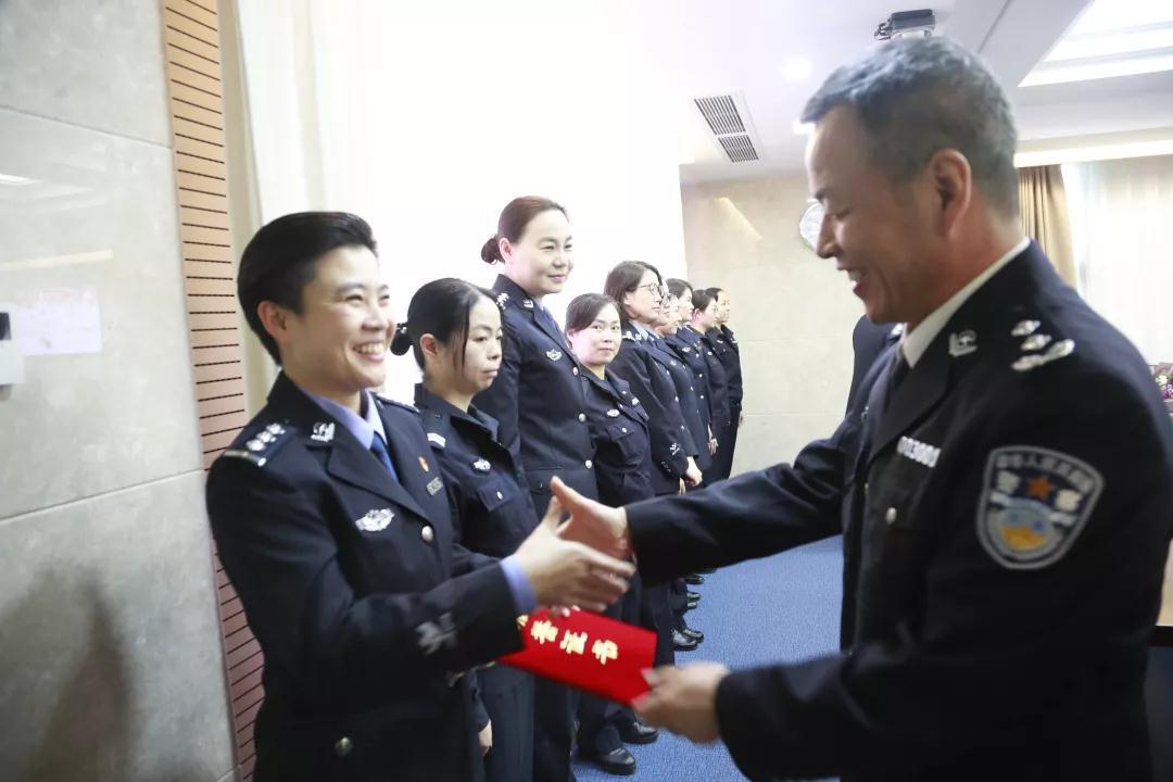 女神月 致敬广东机场公安女警(图19)