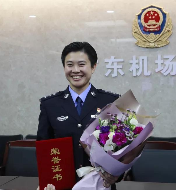 女神月 致敬广东机场公安女警(图2)