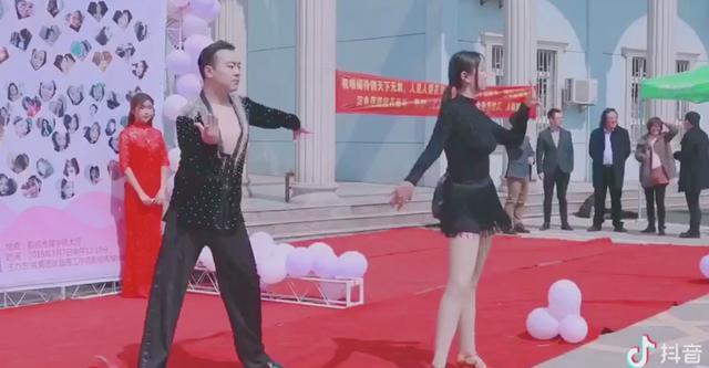 """武汉一高校成立""""抖音工作室"""" 让学生学以致用打造爆款短视频"""