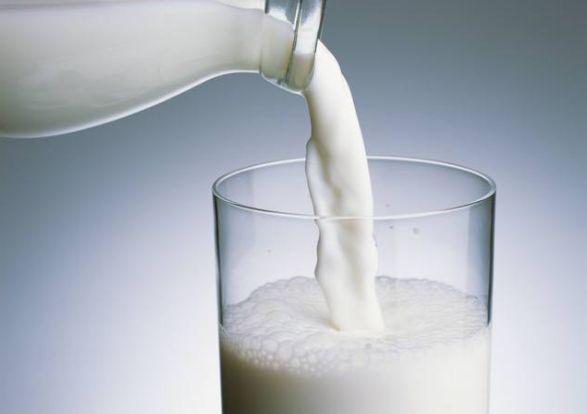 晚上喝牛奶燕麦会胖_喝牛奶会长胖吗牛奶的五大好处让你爱上喝牛奶_减肥