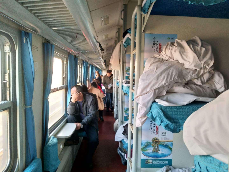 火车硬卧图片全景
