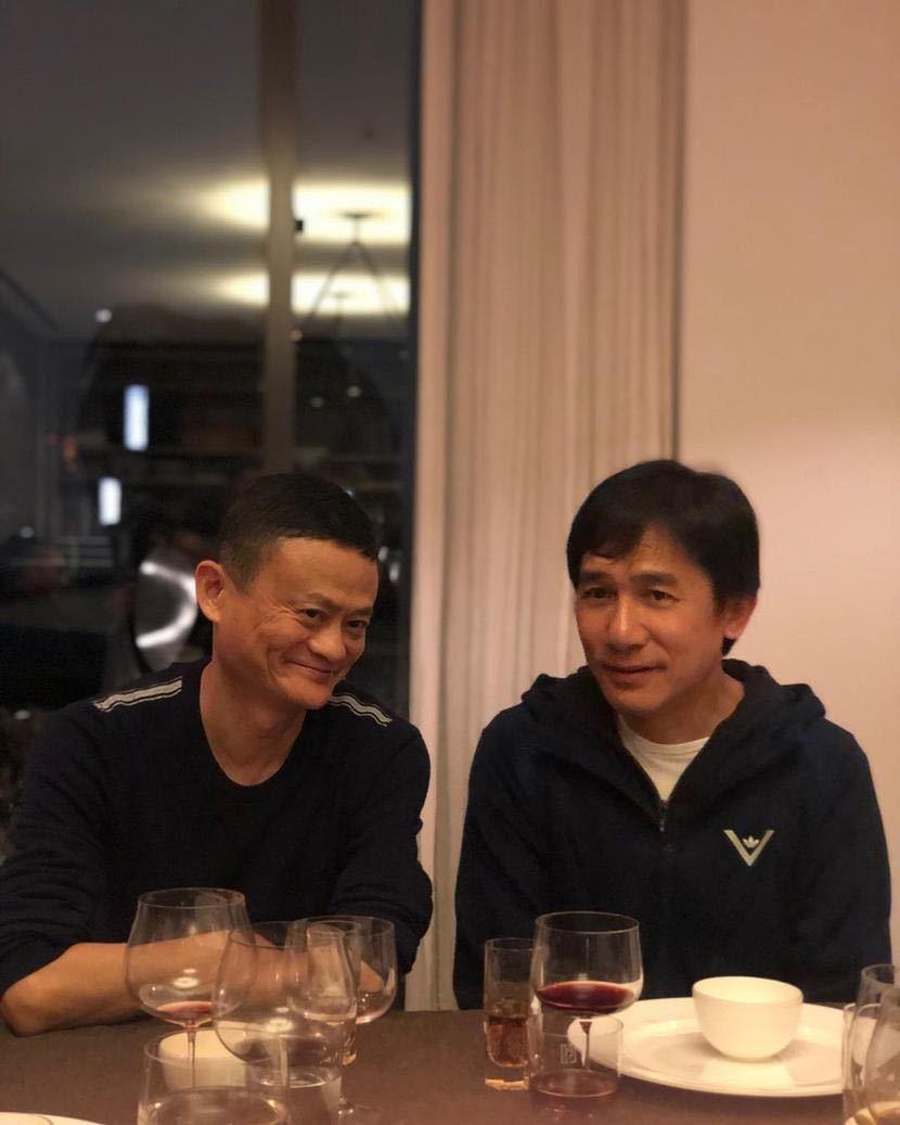 刘嘉玲晒梁朝伟和马云合影,相差2岁马云显老?