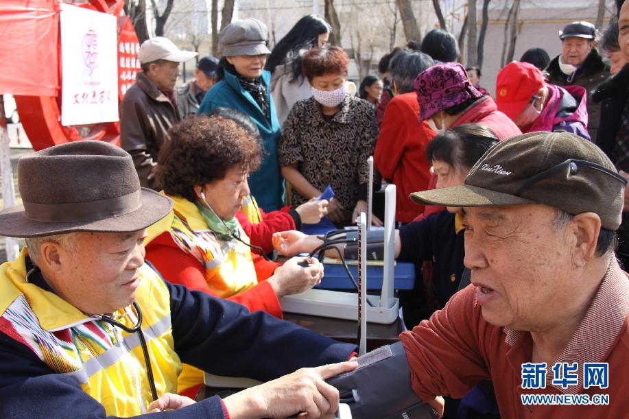 克拉玛依:志愿服务进社区关爱居民暖人心