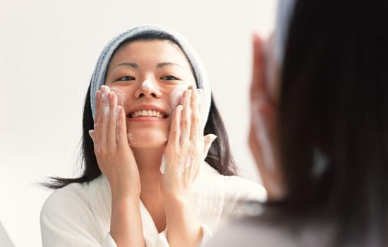 你的肌肤适合用洁面乳还是洗面奶?正确使用洁面让你肌肤更健康