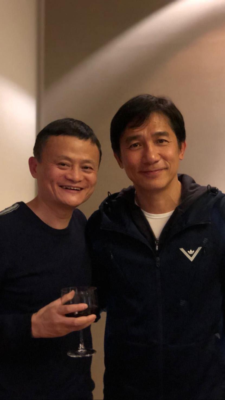 刘嘉玲晒梁朝伟和马云合影,相差2岁马云显老?网友评论亮了