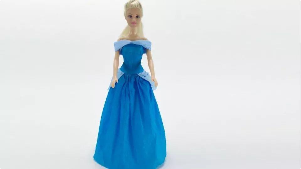 用纸给芭比娃娃做一件灰姑娘礼服裙
