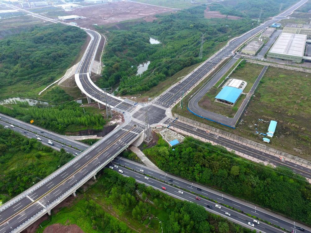重庆将建的一条高速公路,全长大约30公里,总投资约45亿元