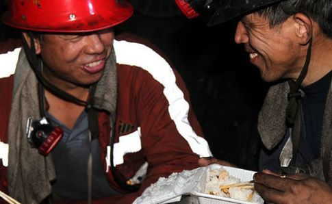 煤矿工人三班倒,每天工作8小时 不存在的 一文了解煤矿工人的真实工作时间