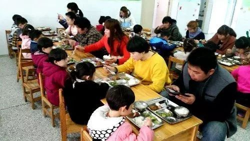 聚焦 | 天津校园陪餐制度如何保障?这个区率先实行!