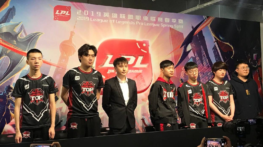 "TOP战队将有望成为2019年LPL冠军队,维齐电竞椅成背后""顶梁柱"""