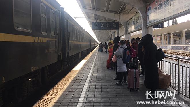 清明期间沧州火车站加开两对临时旅客列车