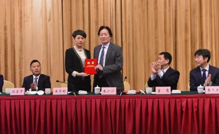 兵团足协成立朱广沪任总顾问石河子大学体育学院院长朱梅新任主席