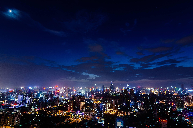 武汉也过愚人节 一个先抑后扬的城市,却明目张胆的用美色行骗