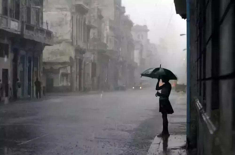 如何拍摄雨景?西安王老师摄影培训学校著名摄影讲师刘国涛教你雨景拍摄技巧
