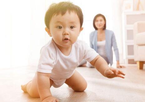 婴儿长湿疹怎么办?宝宝湿疹妈妈不能吃什么?护理要注意什么?