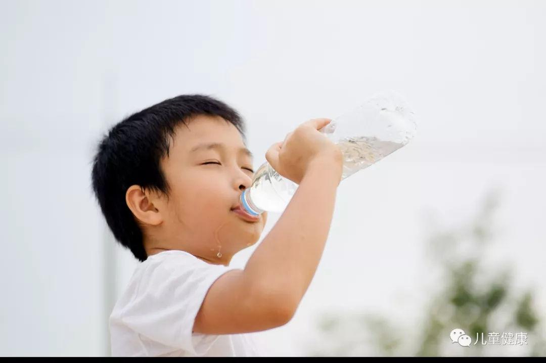 宝宝到底该喝多少水?怎样喝水才算正确?