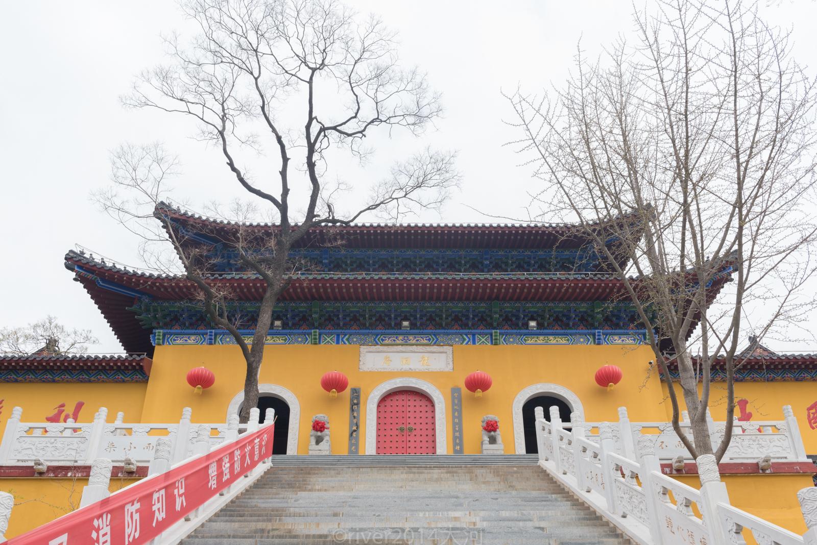 江苏这座山因孔子而得名,摩崖石刻比敦煌莫高窟还早200年