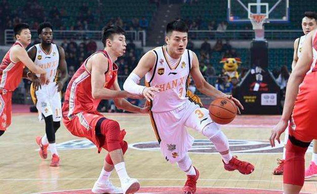 曾在男篮顶替王仕鹏!29岁季后赛表现不佳,在CBA迎来合同年