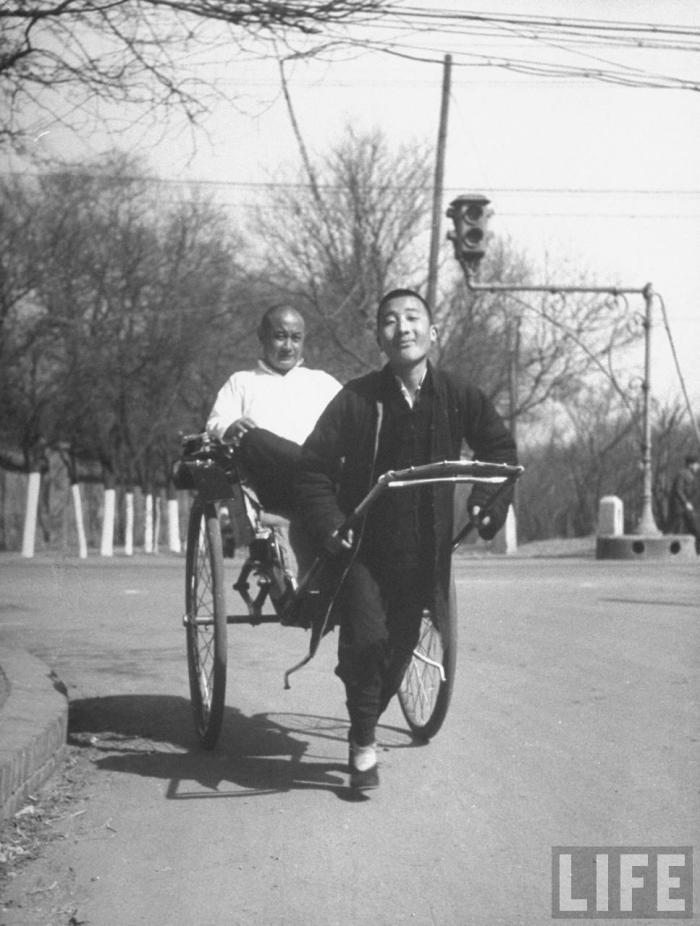 1946年北平美記者鏡頭里的洋車夫