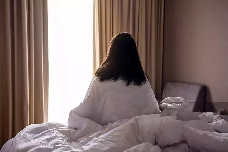 25岁女子发现卧室藏摄像头,已被房东偷看10个月