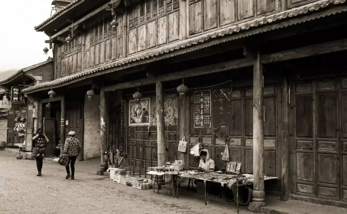 会泽常务副县长杨军到古城街道检查易地搬迁工作