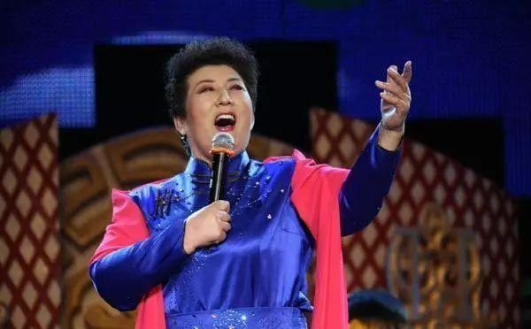 【今日头条】72岁的德德玛近照曝光!两朵金花能歌善舞 成了人生赢家~