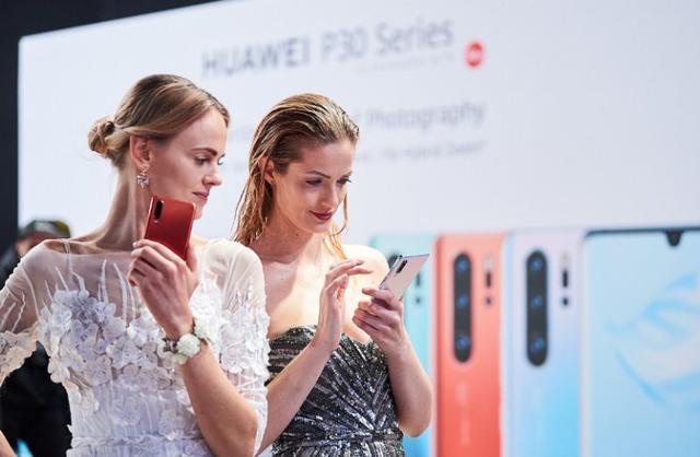 """美到窒息,华为P30系列""""天空之境""""刷新手机ID审美观"""