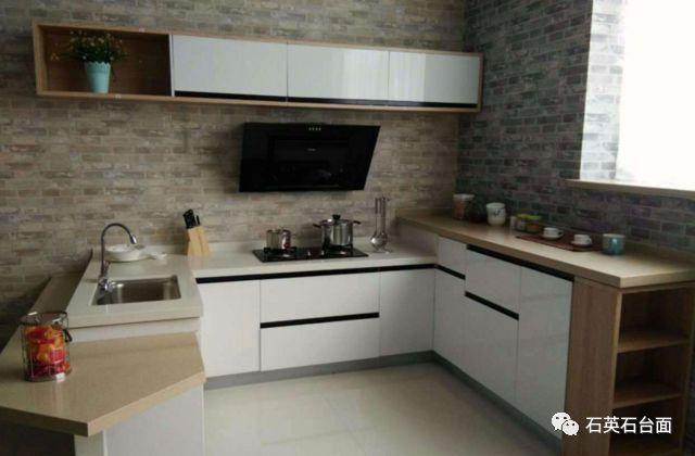 <b>厨房装修橱柜台面为什么大多数都选用石英石</b>