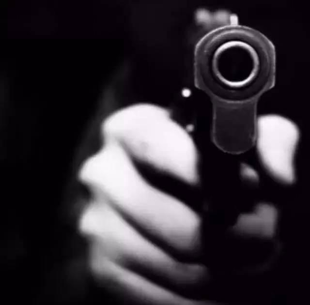 你从背后开枪打了我,我依然相信是枪走了火( 深度好文 )