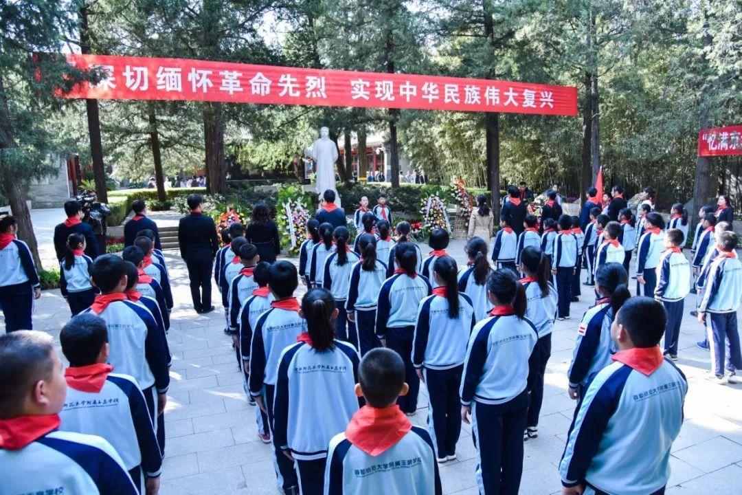 北京市海淀区举行少先队祭奠先烈仪式