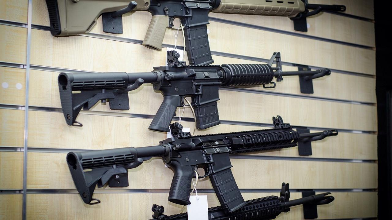 "AK-47的""死对头""来自美国的枪王, M16突击步枪, 到底有多强"