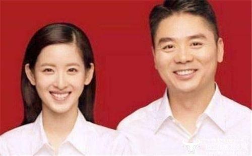 """刘强东""""奶茶妹妹""""感情破裂?  章泽天卸任重庆嫩绿茶董事职位"""