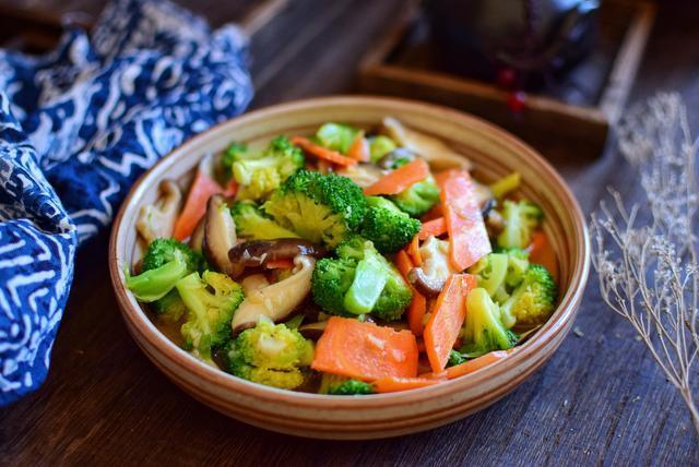 <b>减肥餐首选菜非它莫属,不用节食都能甩掉大肚腩!营养全面味道棒</b>