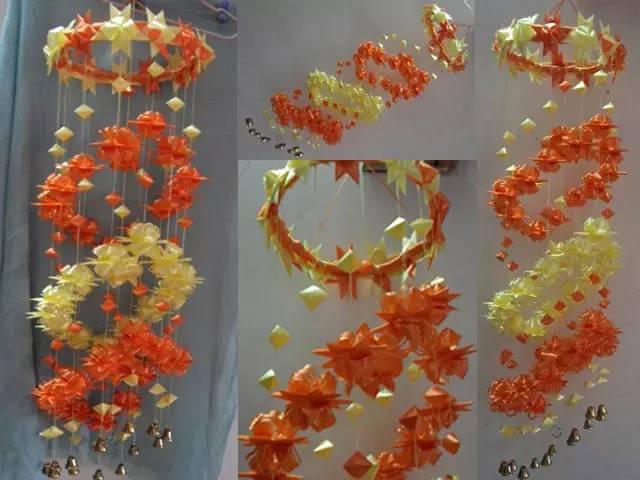 材料:彩带2卷[宽1.7厘米 ]、铃铛、剪刀、双面胶、针和旧的衣架(或用竹编的圈也可以)   整个彩带风铃主要分为以下四大步骤组成的:   <一>六面星星的制作过程:   彩带风铃制作图解:星星/丝星蝶/圆环圈/灯笼   彩带风铃的制作过程步骤图解.