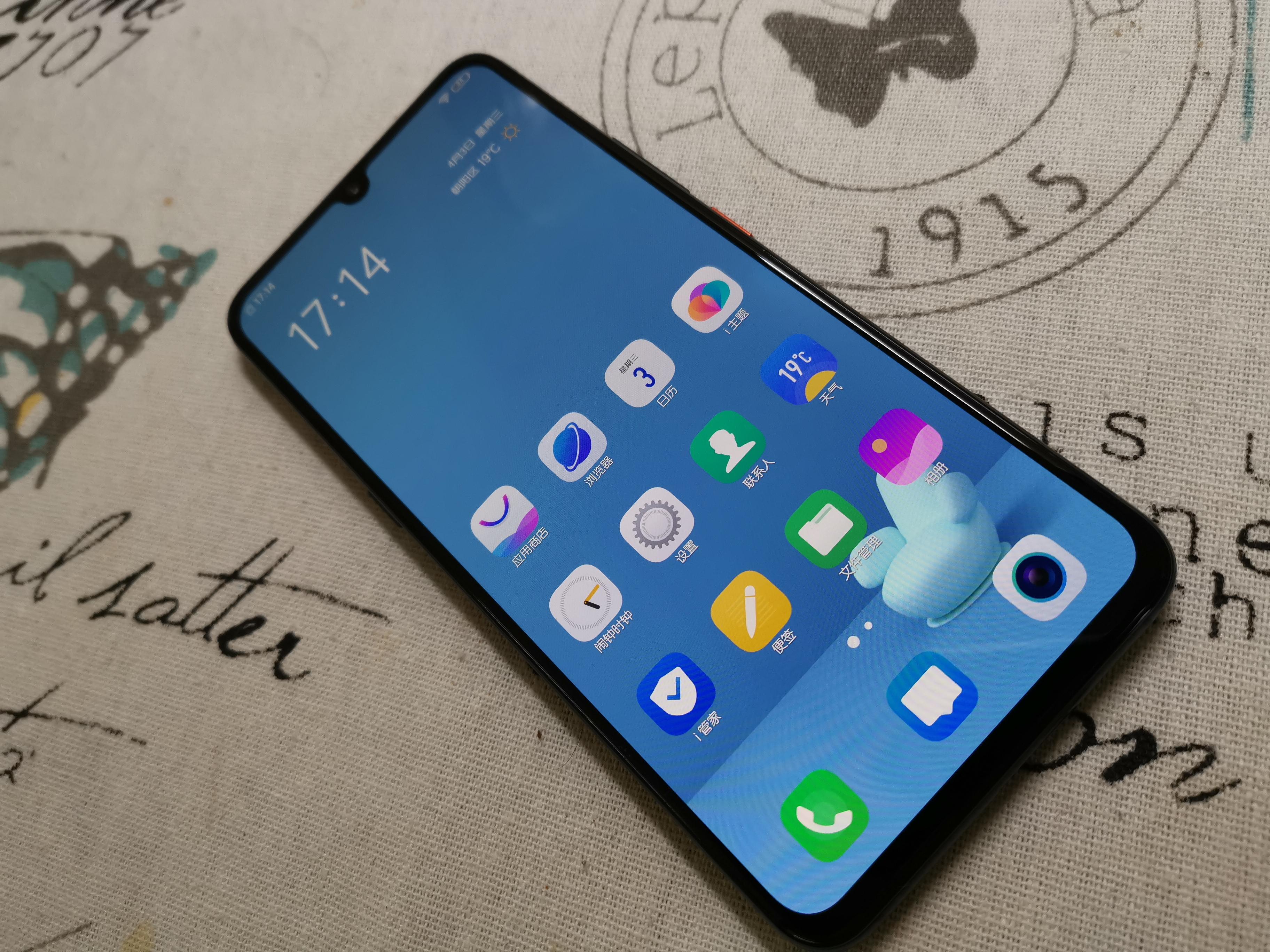 iQOO手机:心有猛虎 细嗅蔷薇