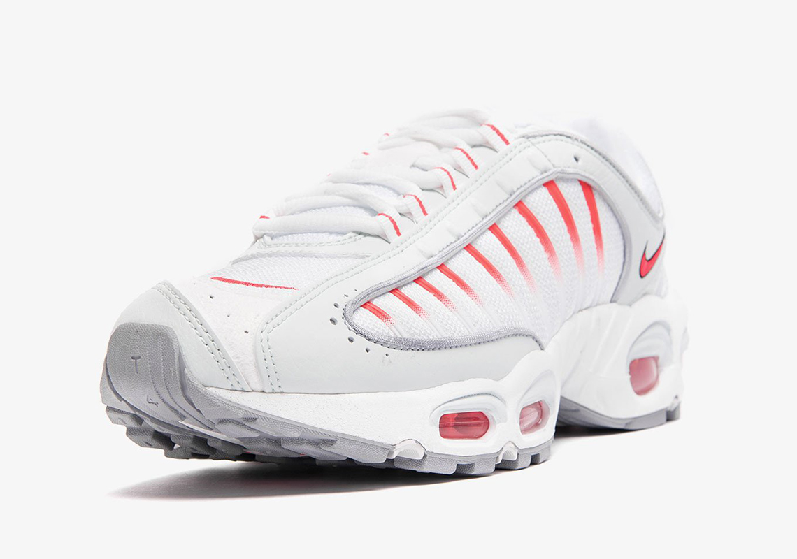 "《颜值力压Supreme?Nike Air Max Tailwind IV ""Red Orbit""全新配色曝光!》"