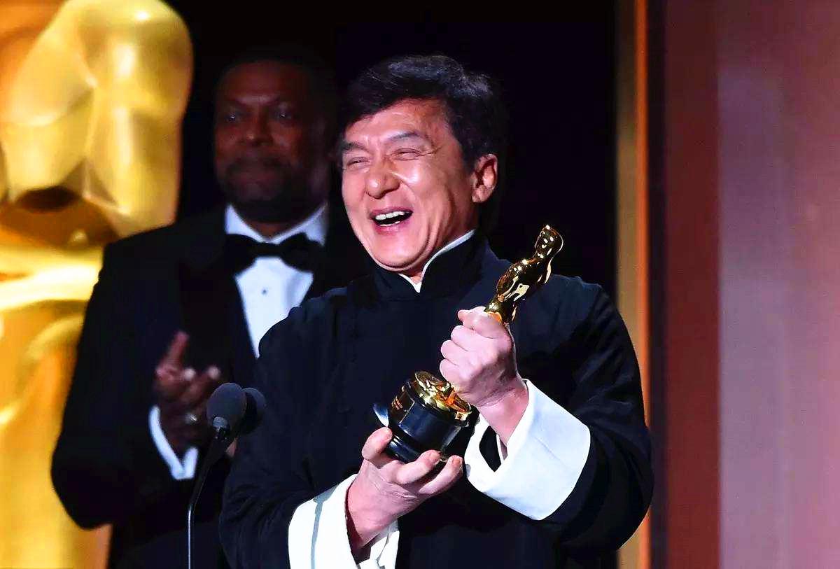 谢贤荣获第38届香港电影金像奖终身成就奖,他何德何能啊