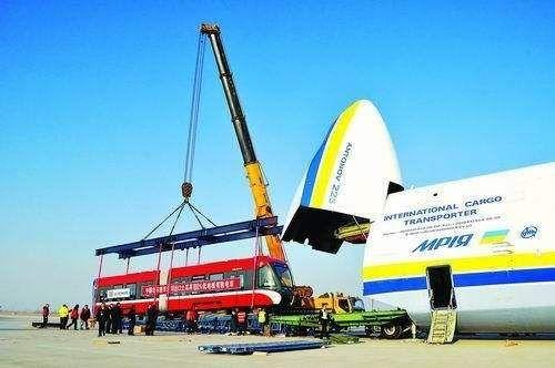 全球最大运输机,和足球场一样大,波音747在它面前像弟弟